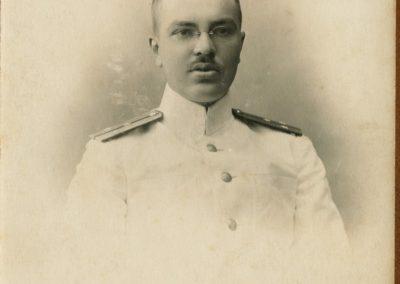 02 Лейтенант Н.Евгенов (фото из семейного альбома)