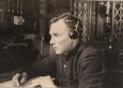 07 В радиорубке ледокола ''Красин''